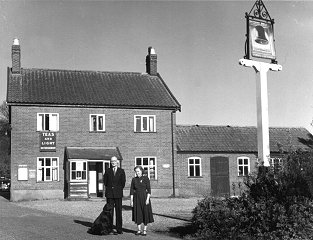 Image found by Gordon Cox showing licensees Len & Ruby Leverett.